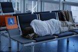 Il turista danneggiato dal ritardo del volo può chiedere il risarcimento anche solo all'organizzatore del viaggio