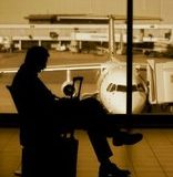 Easy Jet, il solito ritardo aereo di molte ore, le solite scuse, come comportarsi
