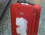 Valigia rossa per modificare i test sui tempi di riconsegna dei bagagli